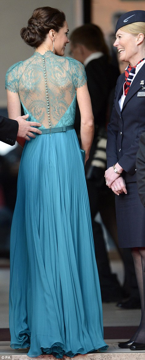 couturecourier: This dress is simply stunning! (via DailyMail)