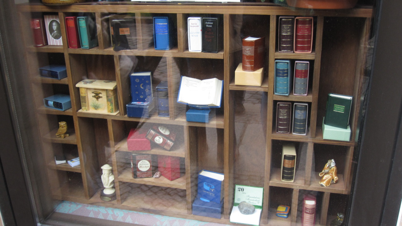 alexandrajuliet: could not believe that this actually existed. a miniature book store in germany: mini books, mini bookmarks…