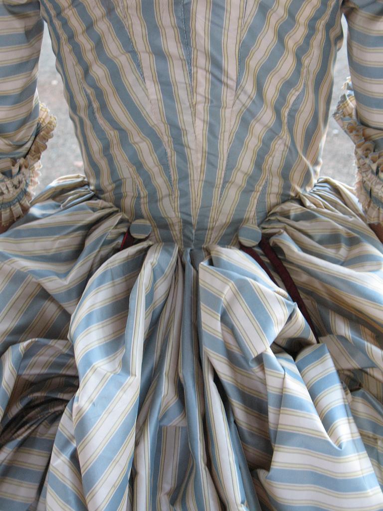 ninbra: 18th Century fashion.