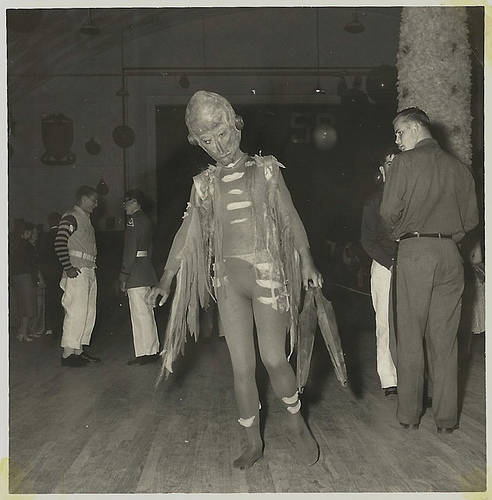 blackandwtf: 1950s The alien at the Sock Hop. (viaNeato Coolville)