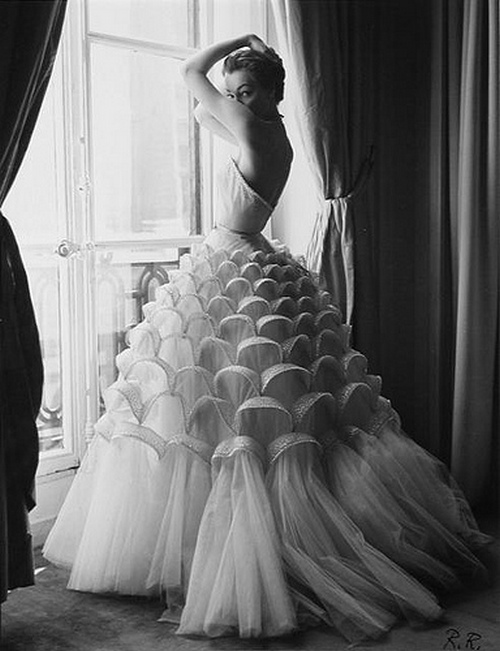 theniftyfifties: Model Jean Patchett photographed by Regina Relang.