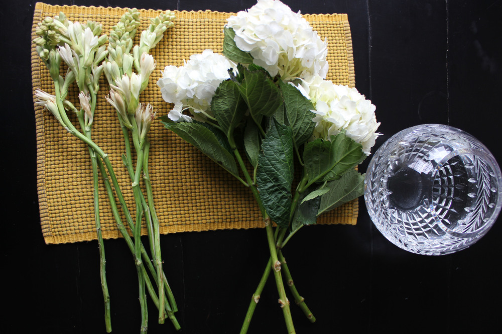Building hydrangea and tuberose arrangement