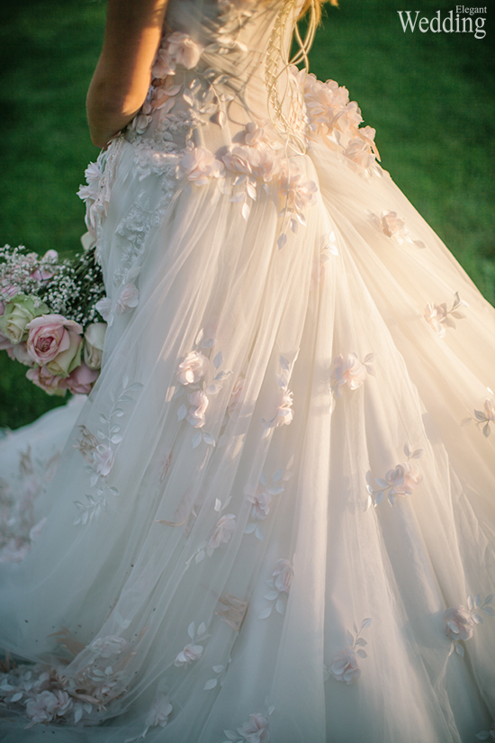 550x825xELEGANT-WEDDING-DRESS-FLOWER-DESIGN-TRAIN-GORGEOUS.jpg.pagespeed.ic.vcvvkK0t7S.jpg