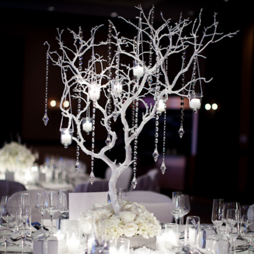 Combining dark and light contrasts to give off sparkle and an interesting piece! Photo: Colin Cowie Weddings, Platt Photography