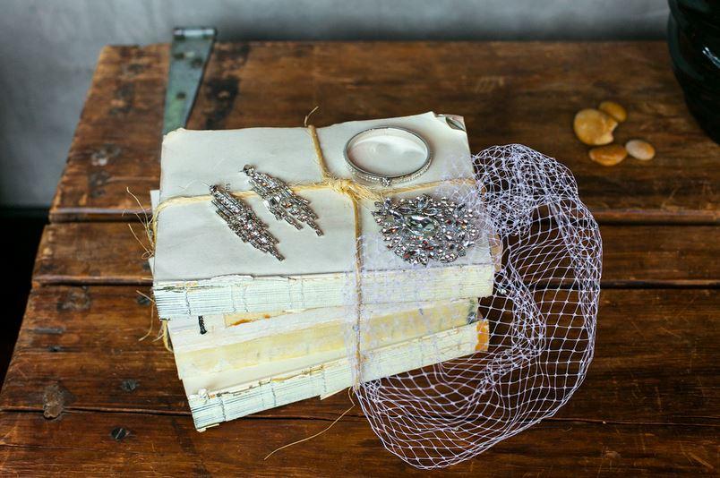 11-0554 - veil and jewelry.JPG