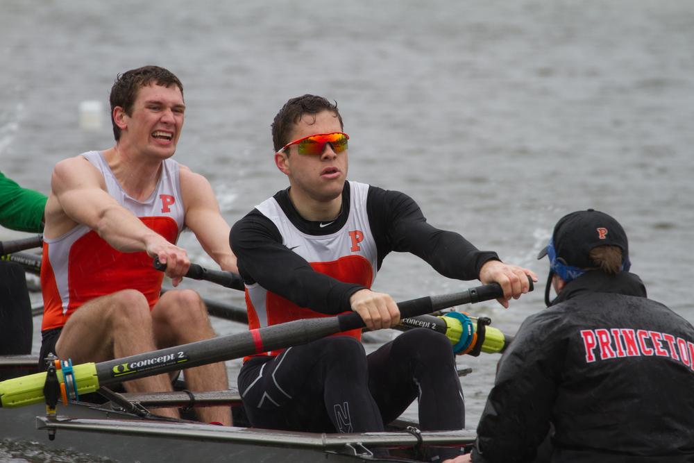 The lightweight men's 2V races Georgetown