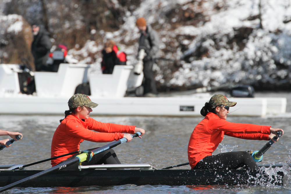 Becca Singer '18 and Phoebe Huang '16 race in the 2V boat