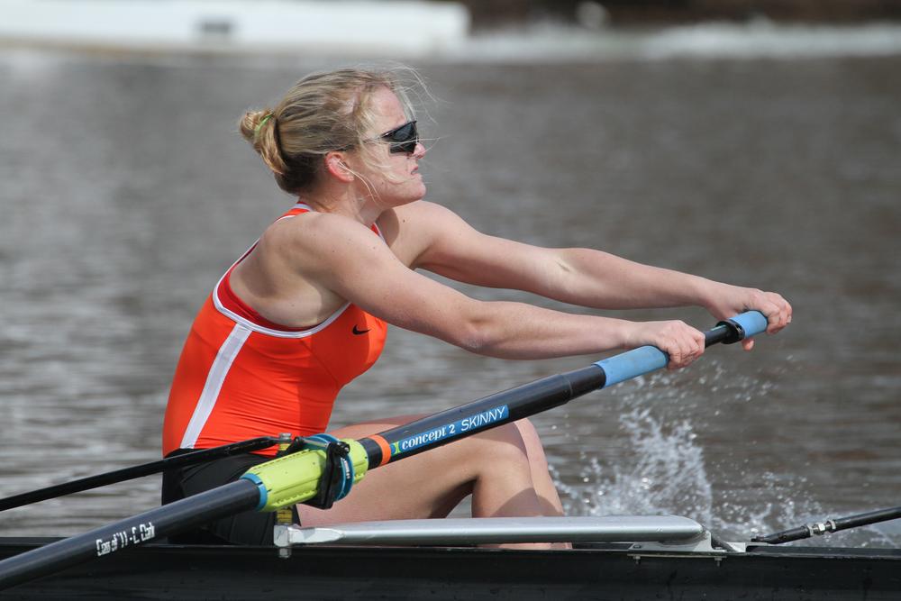 Katie Mirabella '17rows in the 2V boat