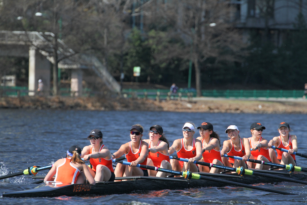 The Lightweight Women's 1V races on the Charles River