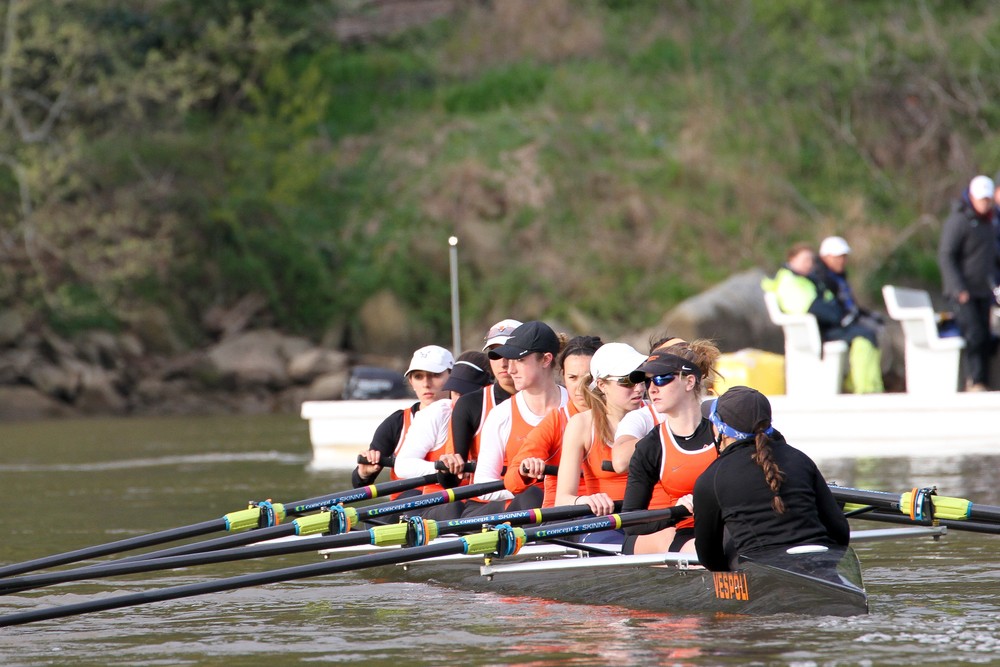 The 2V prepares to line up at the start
