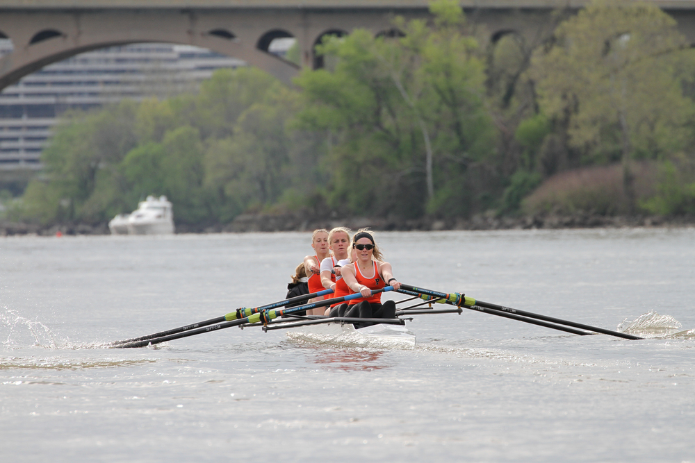 Princeton's A4 races Georgetown's varsity four