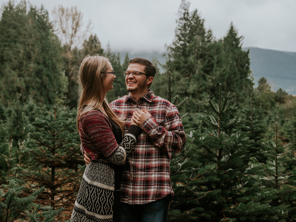 StolenGlimpses_NorthBendEngagementSession_18.jpg
