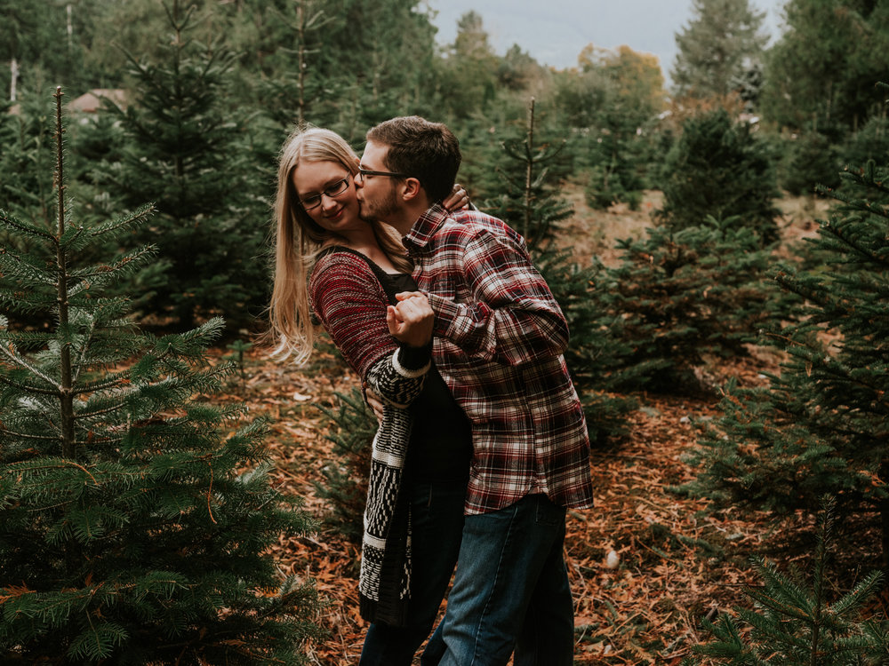 StolenGlimpses_NorthBendEngagementSession_20.jpg