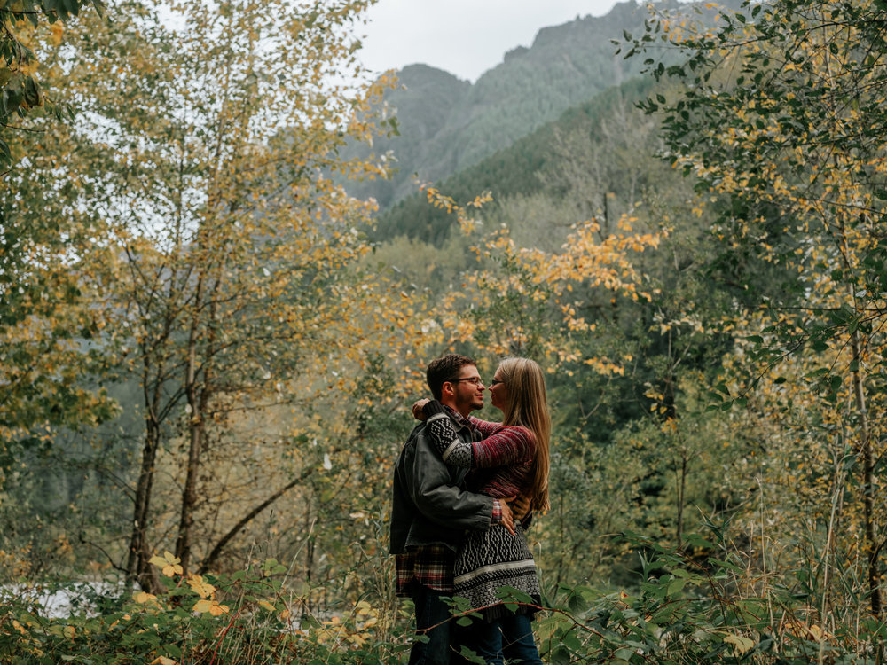 StolenGlimpses_NorthBendEngagementSession_32.jpg