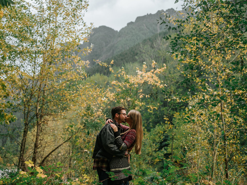 StolenGlimpses_NorthBendEngagementSession_33.jpg