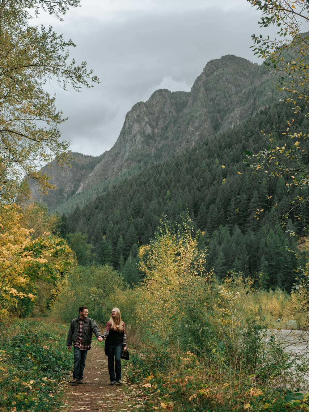StolenGlimpses_NorthBendEngagementSession_37.jpg