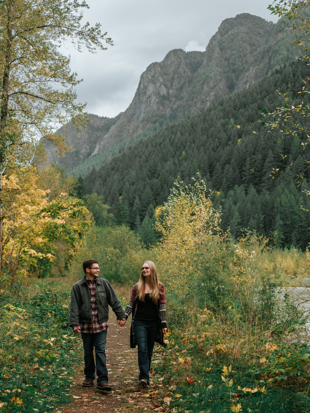 StolenGlimpses_NorthBendEngagementSession_38.jpg