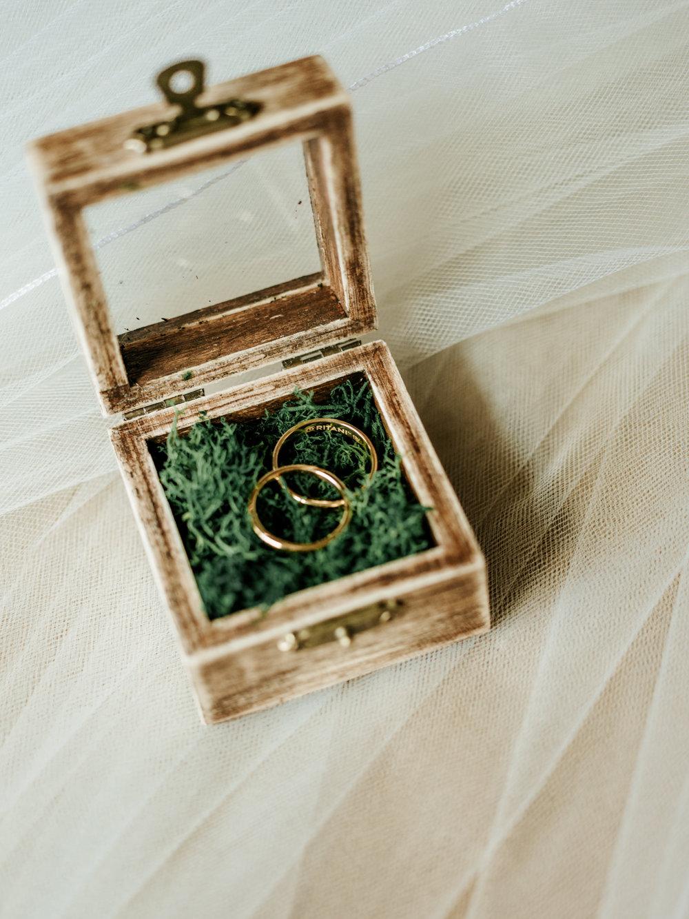 Stolen Glimpses Seattle Wedding Photographer 3.jpg