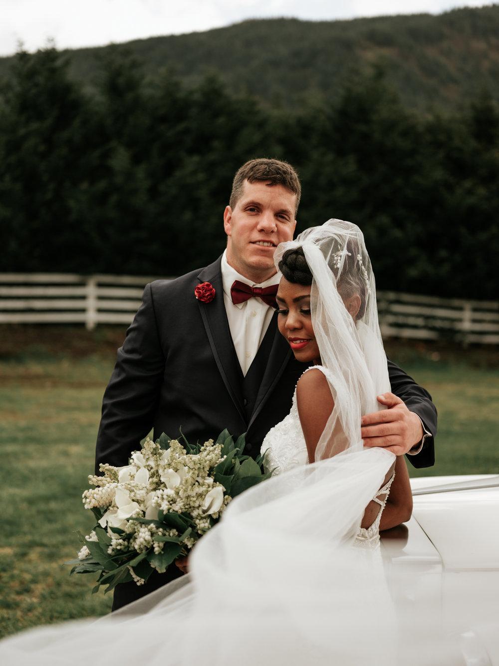 Stolen Glimpses Seattle Wedding Photographer at Rein Fire Ranch 16.jpg