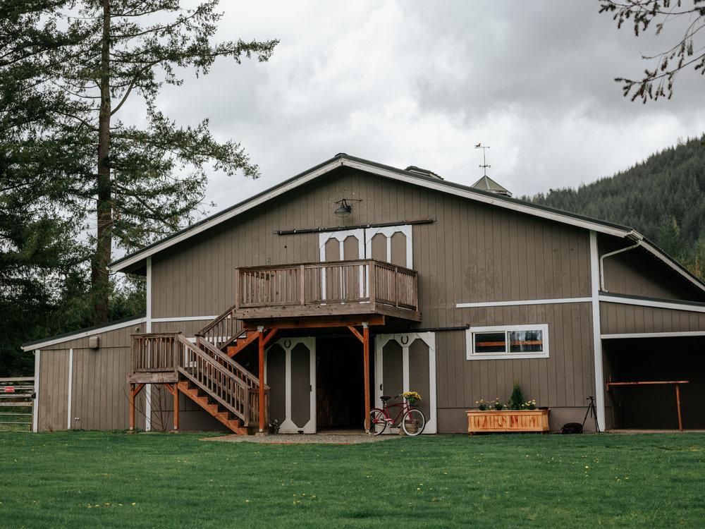 Stolen Glimpses Seattle Wedding Photographer at Rein Fire Ranch 37.jpg