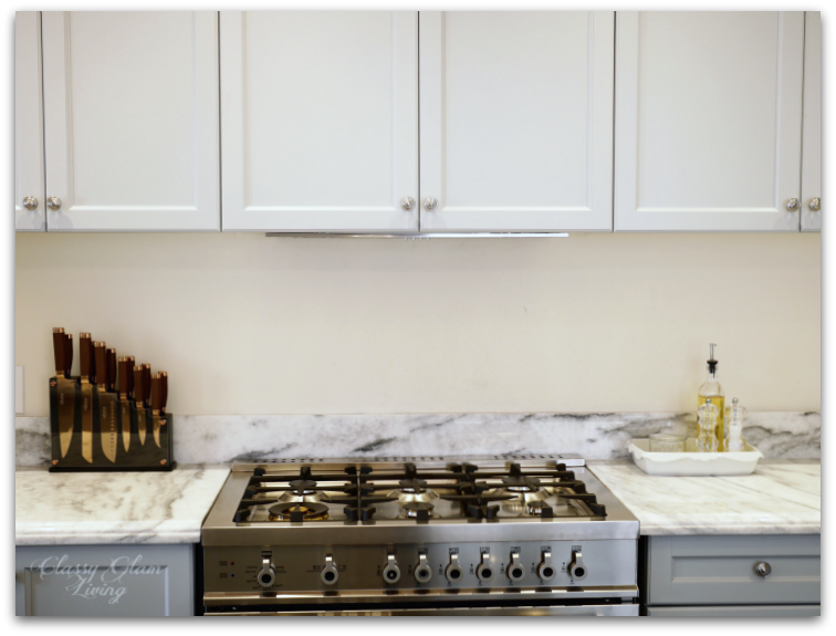 Kitchen update | Integrated hood | Minimalist kitchen with level upper cabinets | Classy Glam Living