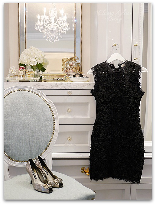 Mixed Metallics Christmas Decorations dressing room walk-in closet decorations | Classy Glam Living 4
