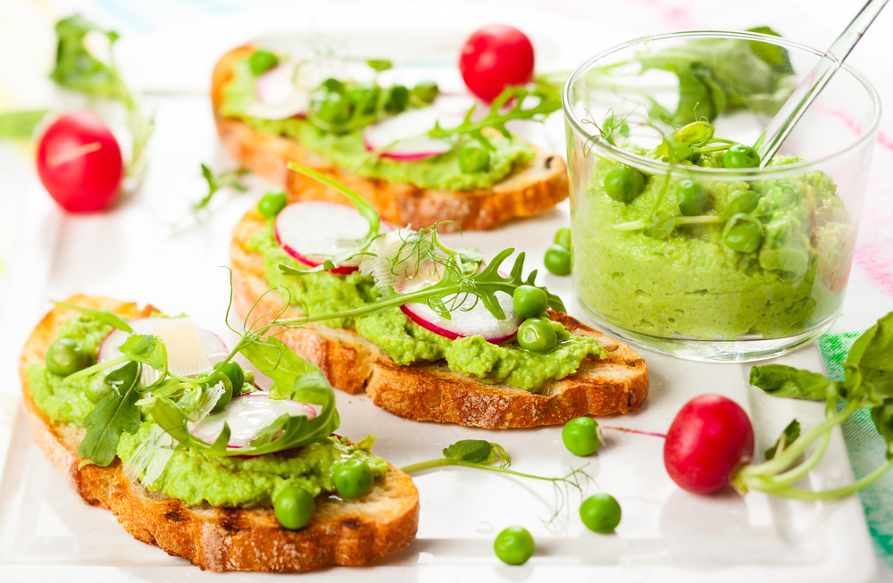 Crostini with fresh peas.jpg