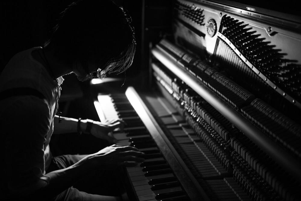 Eric & Piano-1.jpg