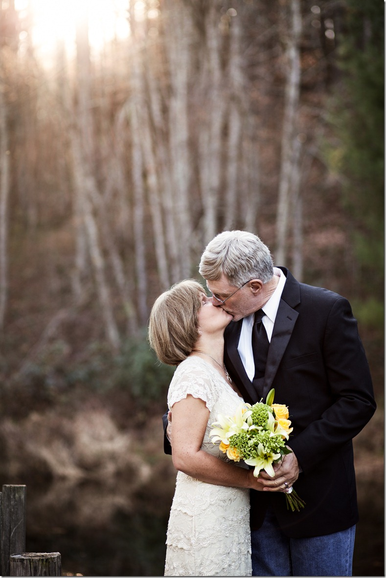 An elopement at the Mast Farm Inn in Valle Crucis, NC Photography by Revival Photography Heather Barr North Carolina Elopement Photographers