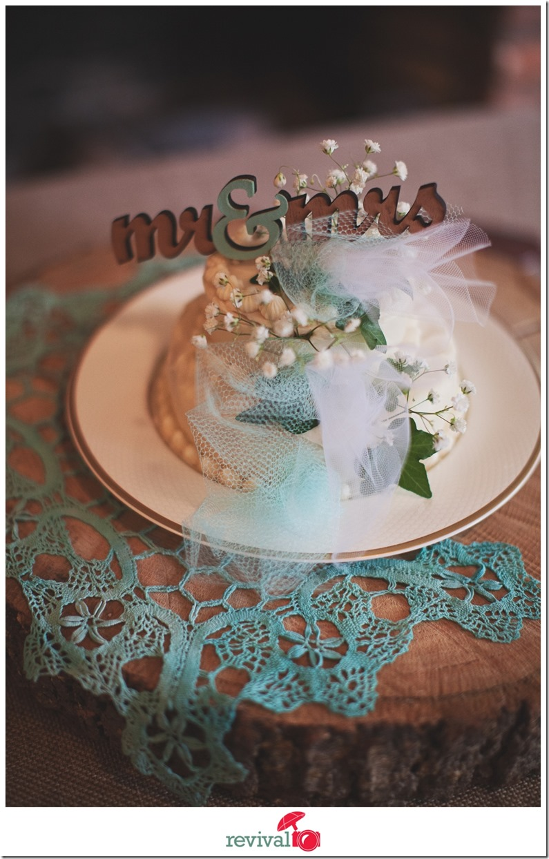 Vintage Chic Mr and Mrs Wedding Cake Topper