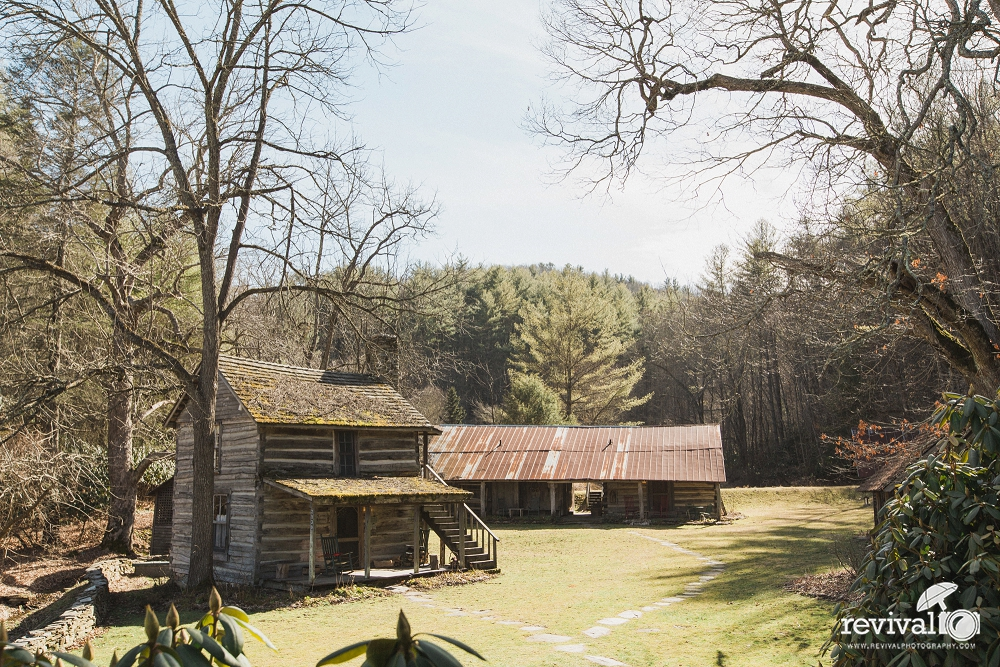 An intimate farm wedding at The Mast Farm Inn NC Mountains Valle Crucis by Revival Photography www.revivalphotography.com