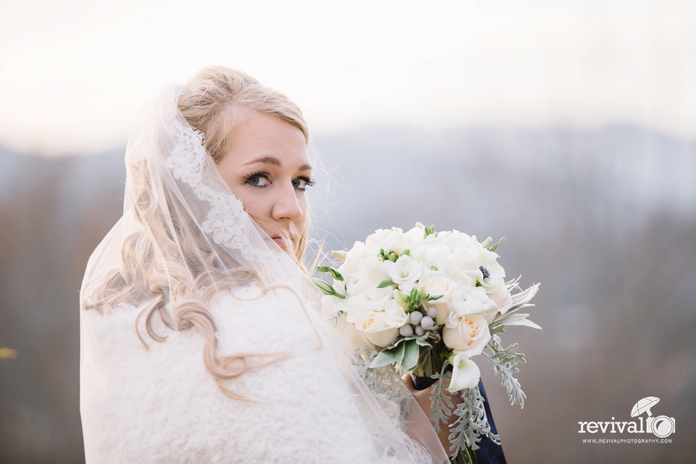 #WeddingWednesday - Winter Wedding Inspiration Photos by Revival Photography www.revivalphotography.com