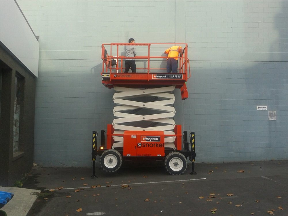 Alvin Xiong installing on the scissor lift