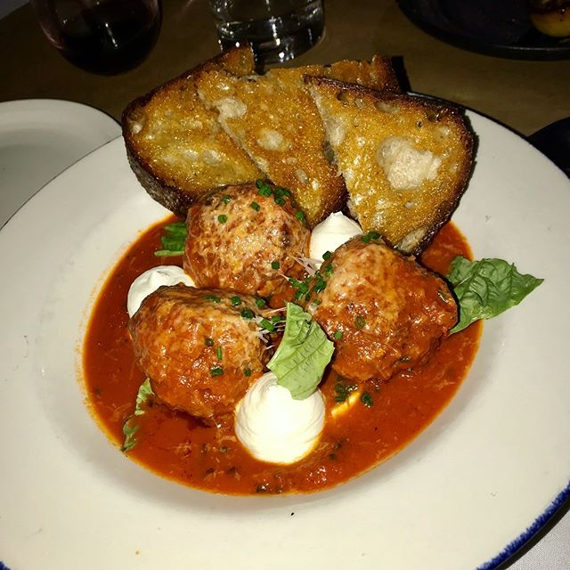 Tough days call for comfort food...😍 #foodporn #meatballsovereverything #foodie #italianfood #lbc #heaven #longbeach #idbatheinthis #eatlocal