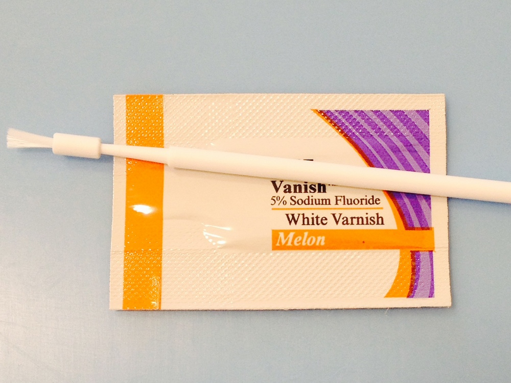 One example of fluoride varnish with its applicator.