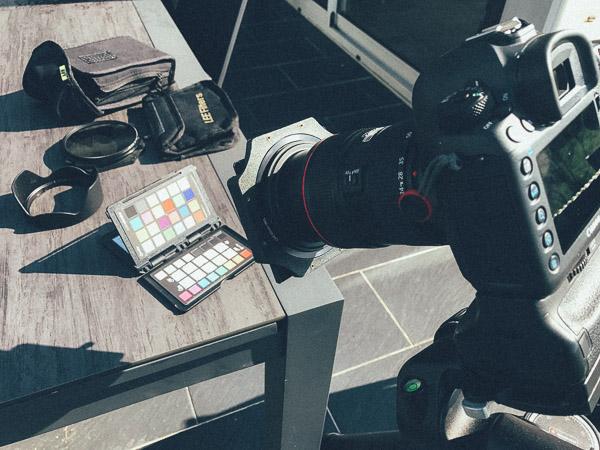 Prise de vue de la mire ColorCheckerPassport et d'un filtre Nisi ND1000