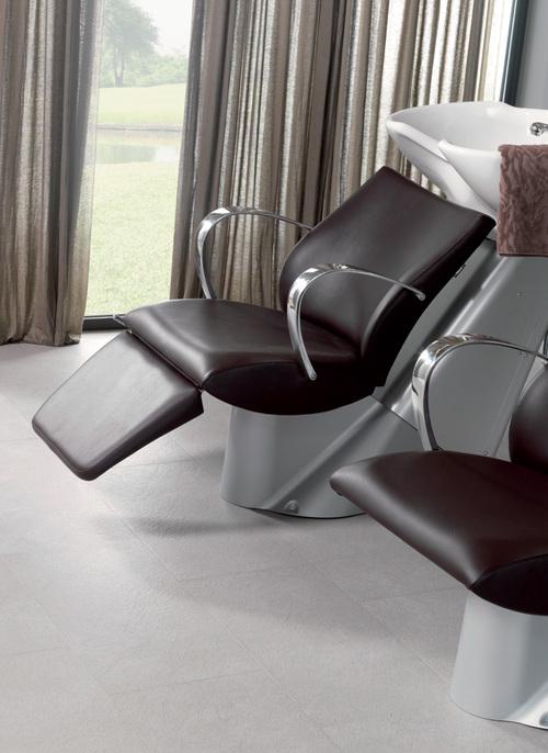 vaskestol med benstøtte.jpg