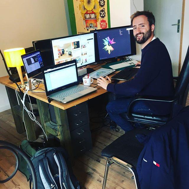 Arbeiten gerade an der neuen Webseite👍 @athinplace in Aktion  #website