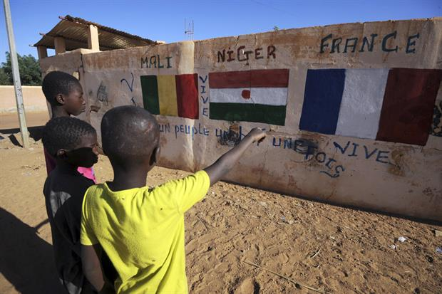 Street art showing the colonial history of France in Niger