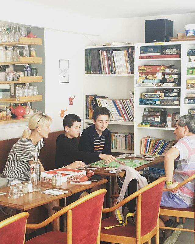 Apprendre le français en jouant! Café jeux Natema, un super endroit et un beau projet associatif de quartier dans le 20eme.