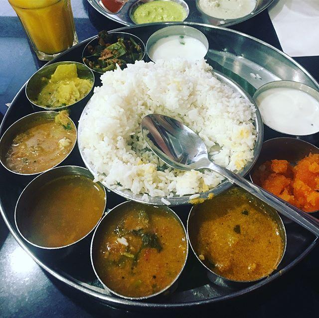 Dernière rencontre avec Sujatha et découverte de la gastronomie indienne 😋 Merci Sujatha et bonnes vacances 🇮🇳 🇫🇷