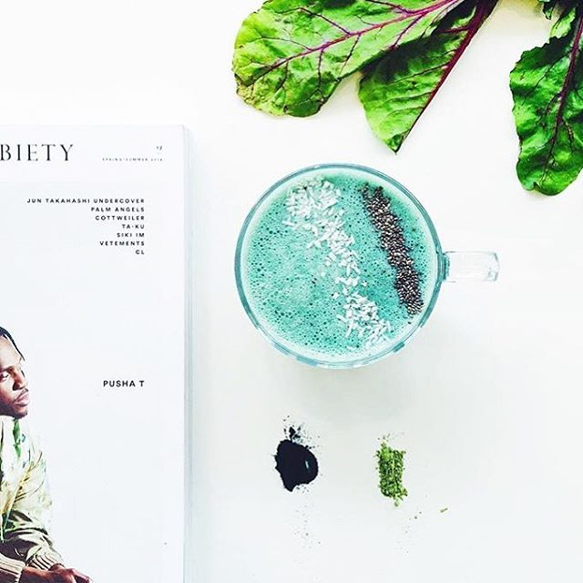 Tomorrows inspiration 📷@inheritedkitchen go green with coconut mylk, bananas and spirulina #green#greenjuice#juice#cleanse#rawfood#fresh#healthy#love#crudejuice#juicecleanse #nohpp#coldpressed#raw#rawfood#vegan