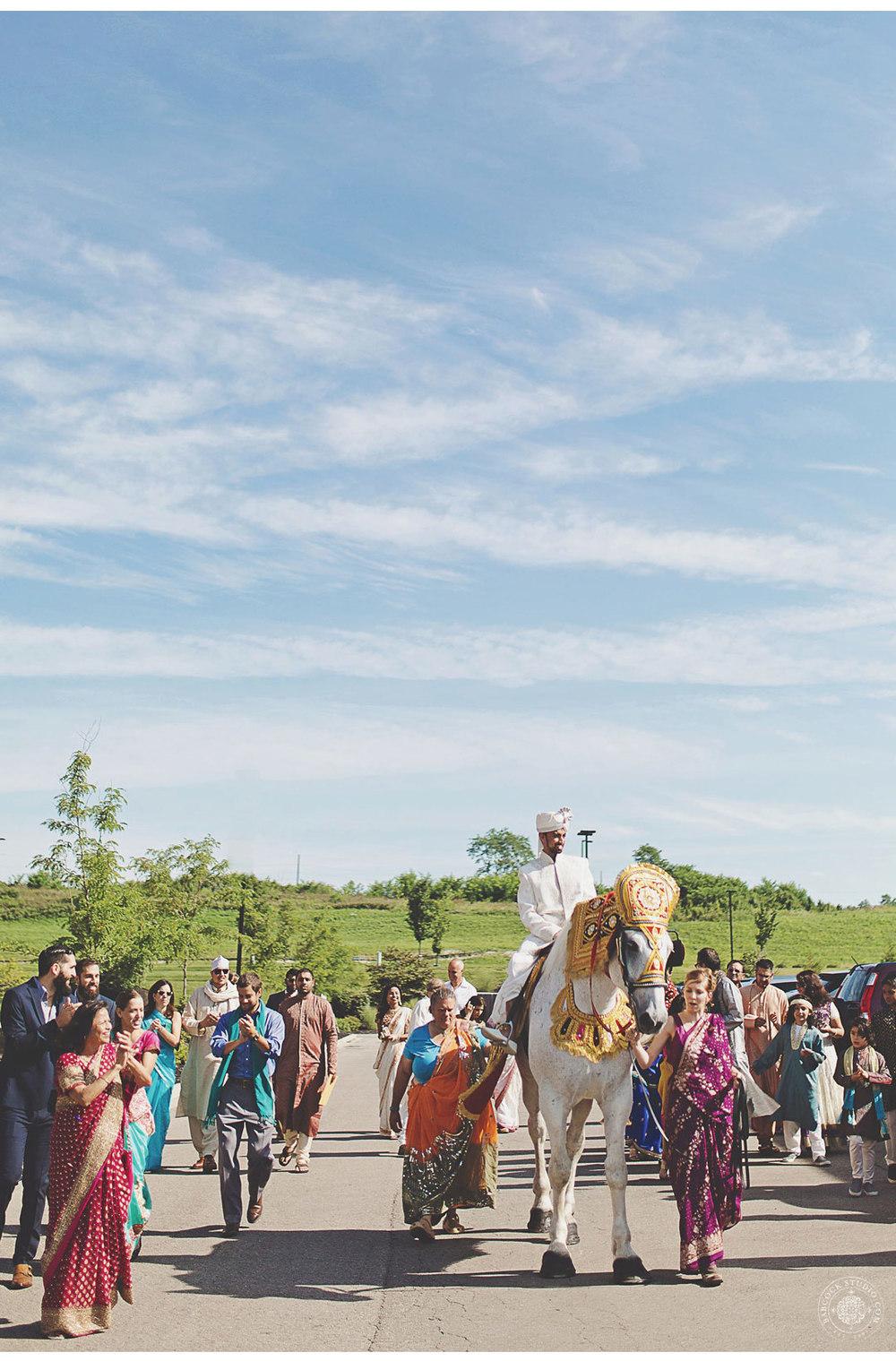 liz-nupur-indian-hindu-dayton-wedding-photography-7.jpg