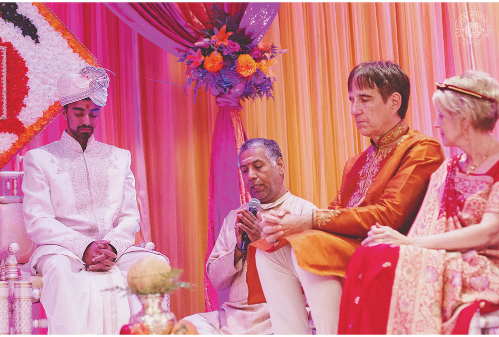 liz-nupur-indian-hindu-dayton-wedding-photography-9.jpg