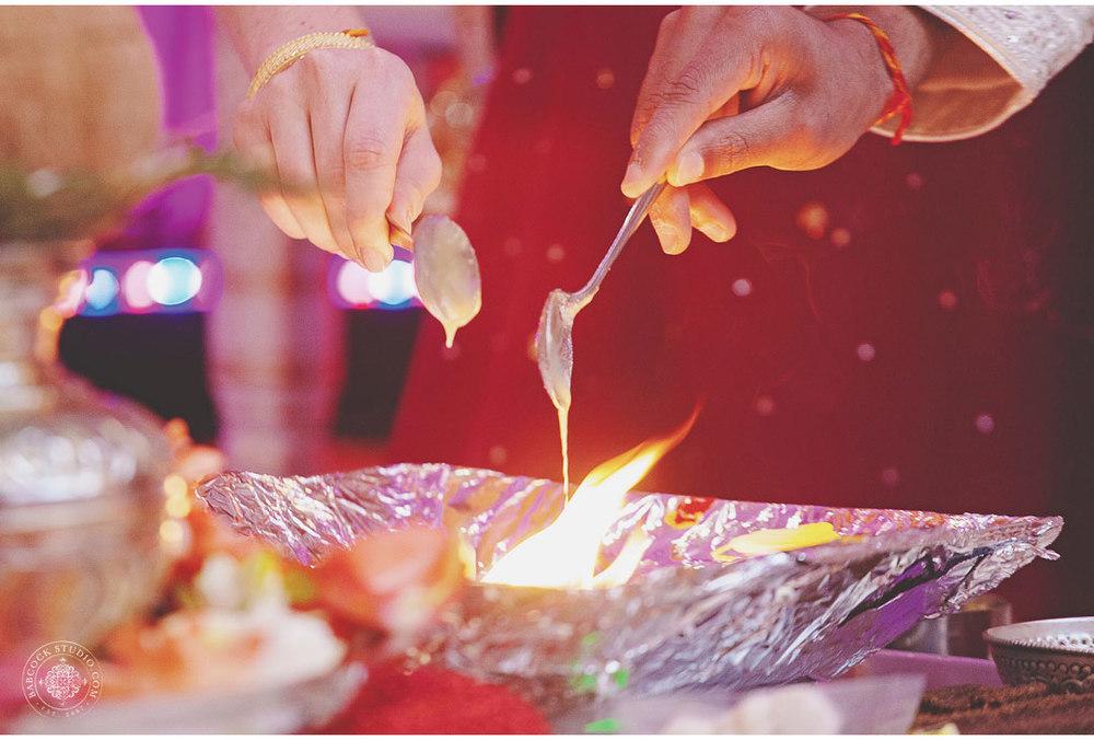 liz-nupur-indian-hindu-dayton-wedding-photography-14.jpg