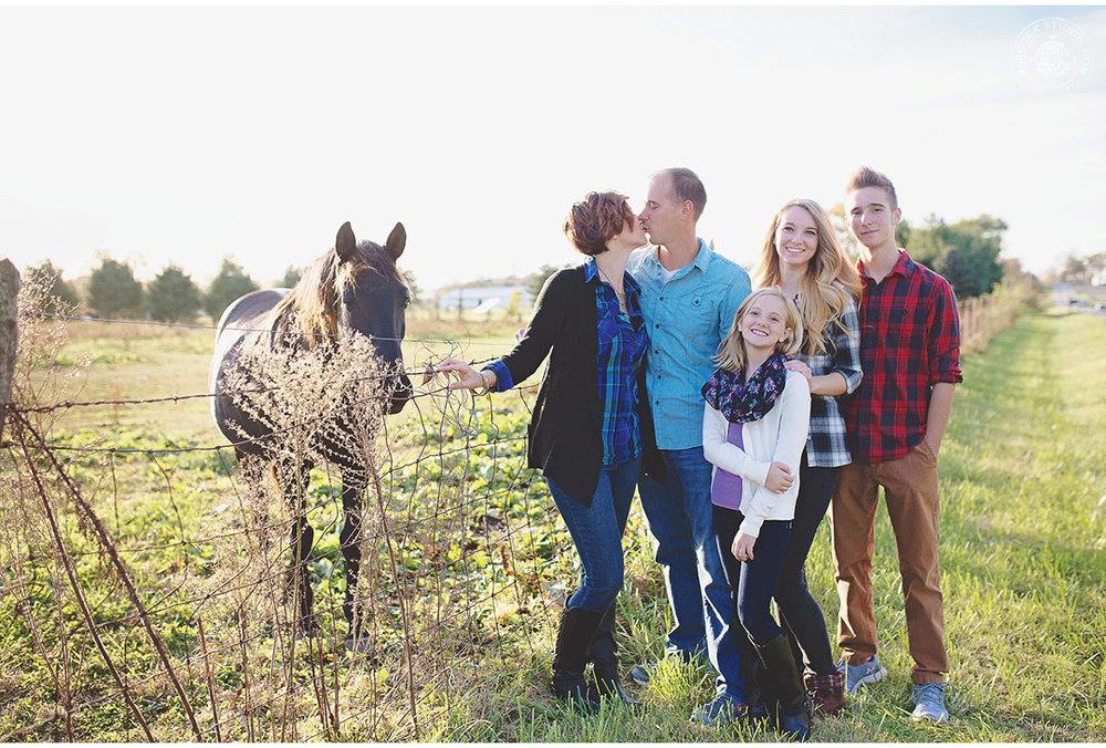 ferrall-dayton-family-horse-photography-4.jpg