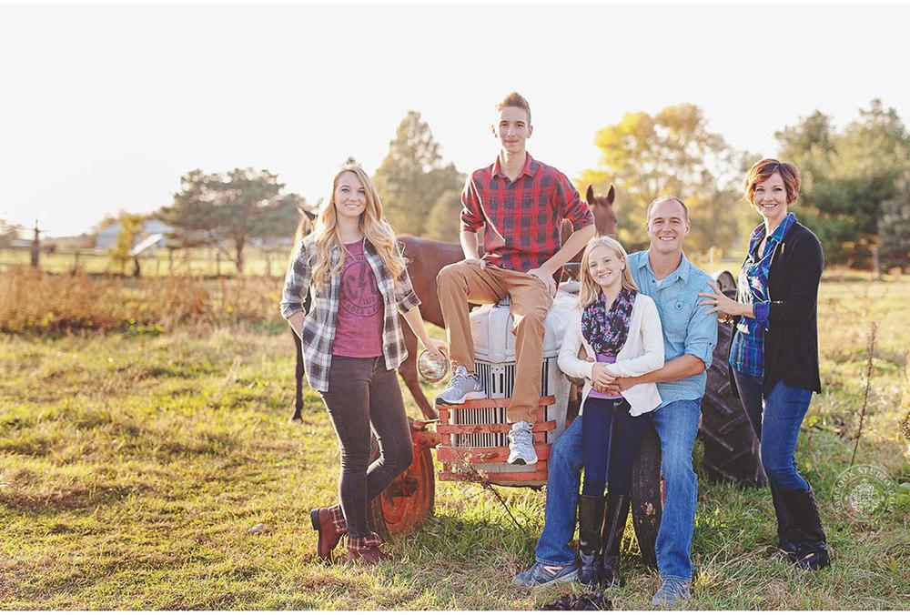 ferrall-dayton-family-horse-photography-10.jpg
