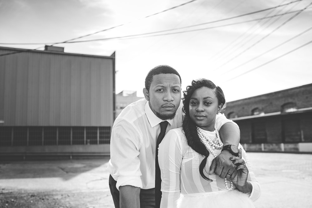 006-dayton-photographer-engagement-urban.jpg