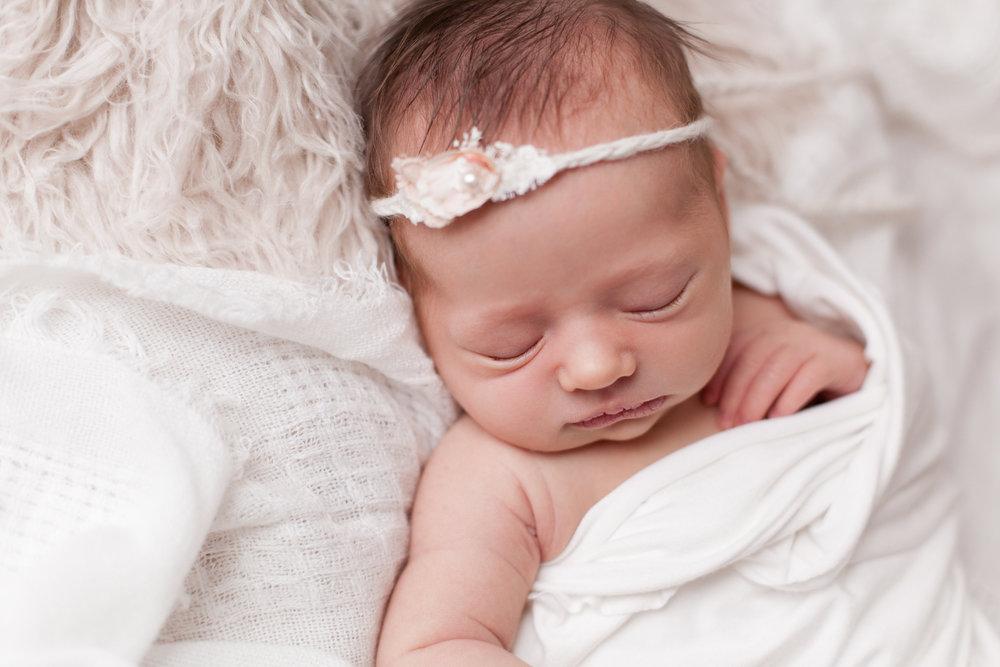 Lilly Newborn 2015-0022.jpg