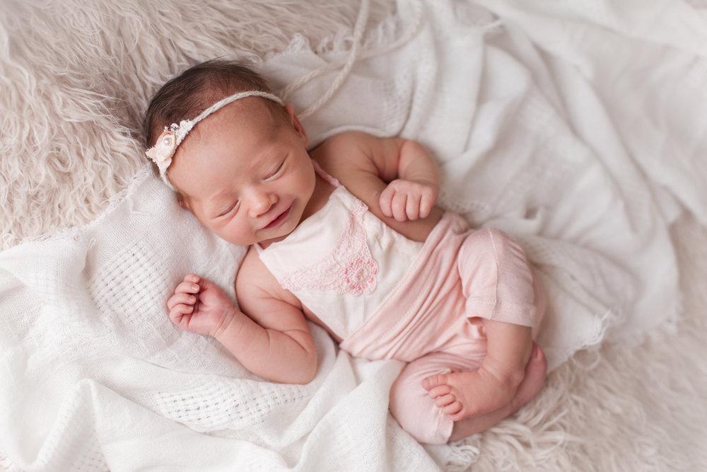 Lilly Newborn 2015-0027.jpg